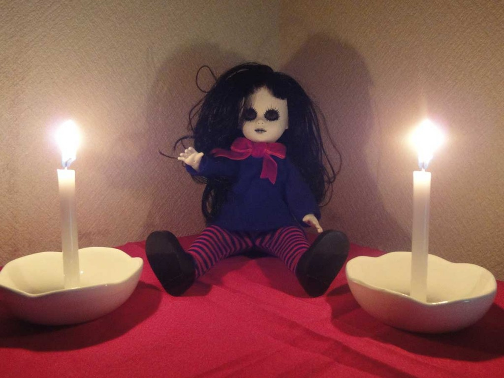 女の子人形心霊写真